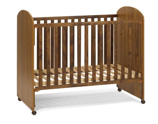 Кровать детская. Цвет: орех
